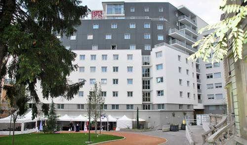 Park & Suites Elegance Lyon - Cité Internationale : Guest accommodation near Caluire-et-Cuire