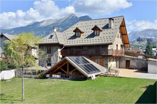 La Ferme de la Tour : Guest accommodation near Puy-Saint-André