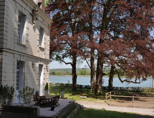 Chateau de la Ronce : Bed and Breakfast near Moulineaux