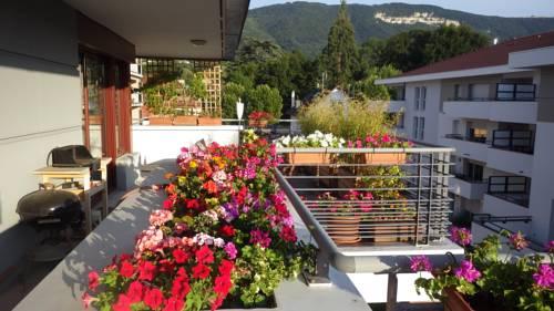 Hotel F Geneve Saint Julien En Genevois