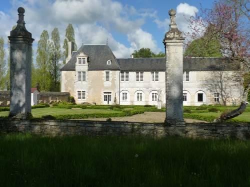 LOGIS du Château du Bois Doucet : Bed and Breakfast near Nieuil-l'Espoir