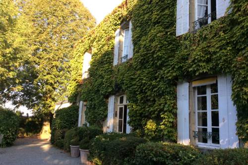 La Maison du Pinier : Bed and Breakfast near Saint-Pierre-du-Chemin