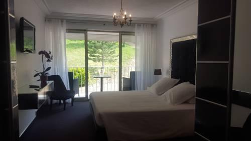 Hôtel Les Deux Lions : Hotel near Montagnac-Montpezat