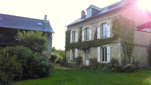 La Grande Maison : Guest accommodation near Allemant