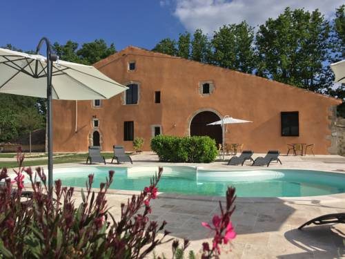 Domaine De Pradaous : Bed and Breakfast near Montfuron