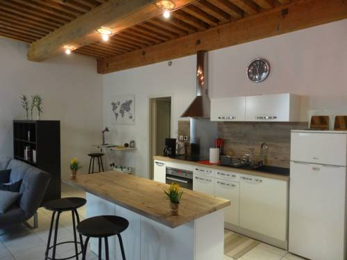 F1 St Polycarpe : Apartment near Lyon 1er Arrondissement