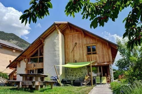 Brin de Paille : Guest accommodation near Saint-Martin-de-Queyrières