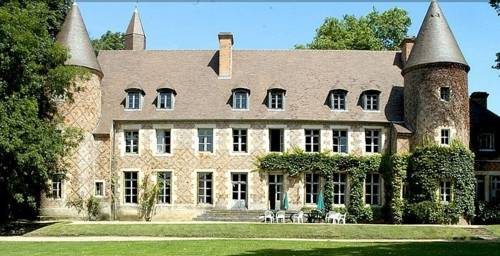 Château de Paray le Frésil : Bed and Breakfast near Thiel-sur-Acolin