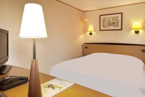 Campanile Blois Sud - Vineuil : Hotel near Saint-Claude-de-Diray