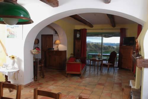 Le Mas des Nevieres : Guest accommodation near Oraison