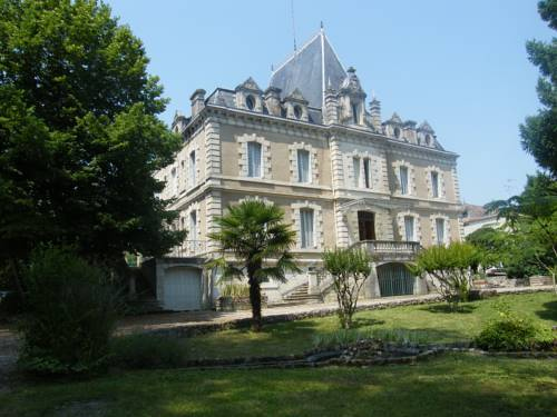 Château De Pile - B&B : Bed and Breakfast near Agnac