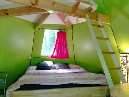 Canadian Wood Tipi Chalet : Guest accommodation near Oncy-sur-École