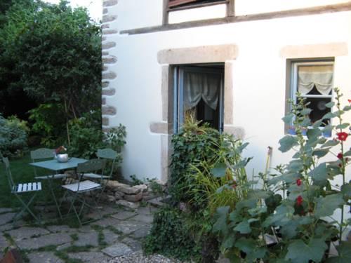 Le Logis Des Silenes : Guest accommodation near Bouilland