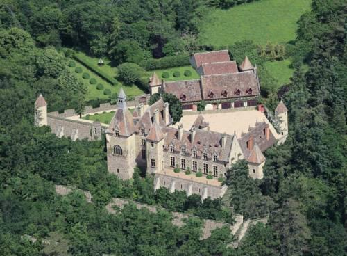 B&B Château de Peufeilhoux : Bed and Breakfast near Vallon-en-Sully