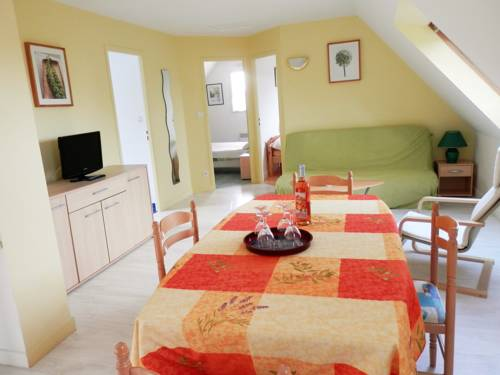 Apartment Des Bruyeres : Apartment near Arzon