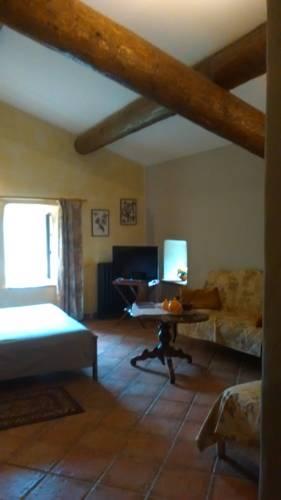 Maison d'hôtes Ferme de la Commanderie : Bed and Breakfast near Solérieux