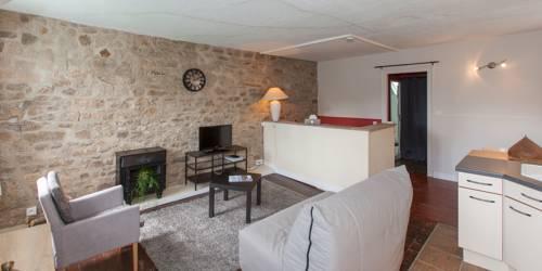 Les Remparts - Hotel Le Challonge : Hotel near Côtes-d'Armor