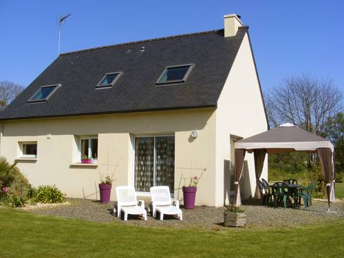 Holiday Home MatMa : Guest accommodation near Ploulec'h