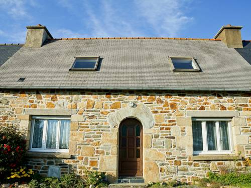 Holiday Home Poul Ar Born : Guest accommodation near Lanmérin