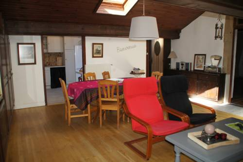 Le Charles IX : Apartment near Assieu