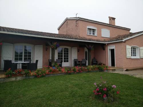 La Maison Rose : Bed and Breakfast near Aux-Aussat