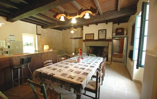 Holiday home Grignols with a Fireplace 324 : Guest accommodation near Neuvic