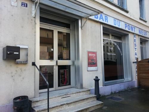 Hôtel Du Pont Neuf : Hotel near Fontaine