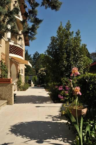 Chambre d'hôtes Le Cyprès Bleu : Bed and Breakfast near Limony