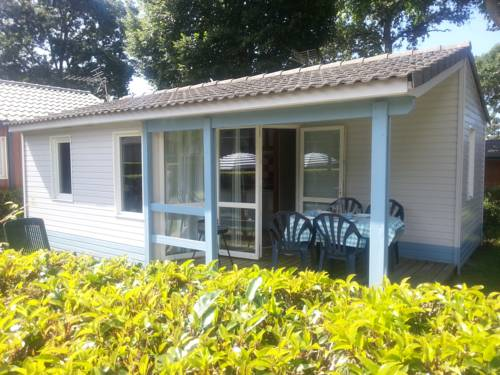 Chalet Dans Camping : Guest accommodation near Belz