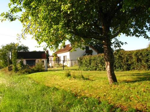 Holiday Home Les Petits Champs : Guest accommodation near Cercy-la-Tour