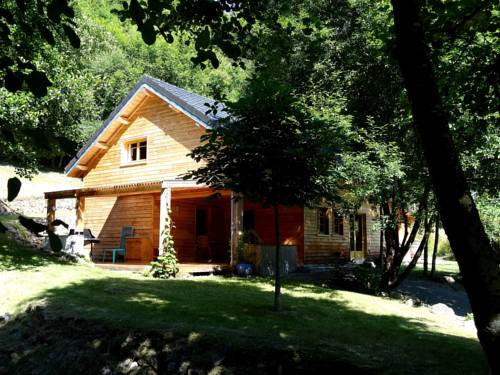 Chalet Les Moulins : Guest accommodation near Arleuf