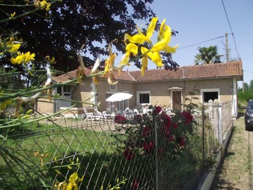 gite 2 chambres avec parc cloture : Guest accommodation near Mont-d'Astarac