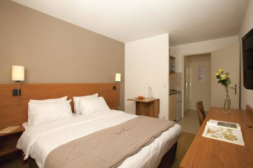 Séjours & Affaires Pantin Charles De Gaulle : Guest accommodation near Drancy