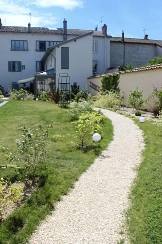 De la Chambre au Jardin : Guest accommodation near Montceaux