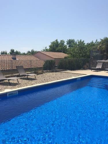 Domaine du Rocher Bleu : Guest accommodation near Villeneuve-de-Berg