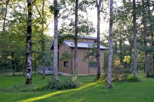 Village nature le Clos des Chênes : Guest accommodation near Sévérac-le-Château