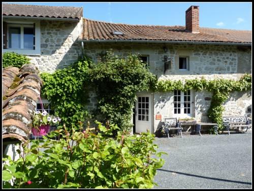 La Vieille Maison de Pensol : Bed and Breakfast near Saint-Estèphe