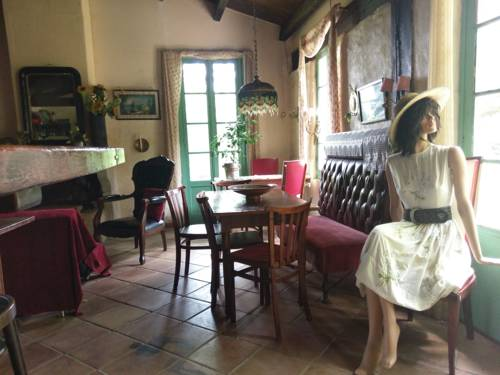 Cottage du Travers : Guest accommodation near Ajoux