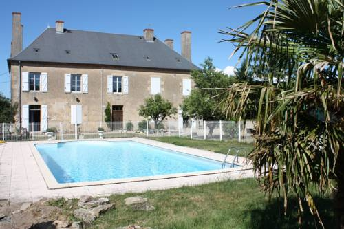 Château Latour : Guest accommodation near Montambert
