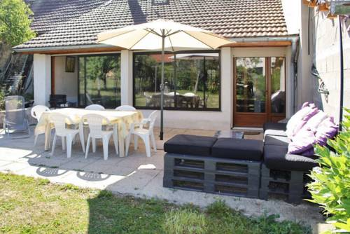 Holiday Home Grande rue : Guest accommodation near Nivollet-Montgriffon