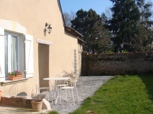 Ker Dame Marie : Bed and Breakfast near Saint-Aubin-de-Luigné