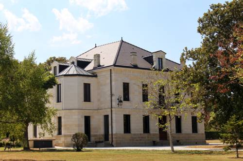 Chateau Bouynot : Bed and Breakfast near Jusix