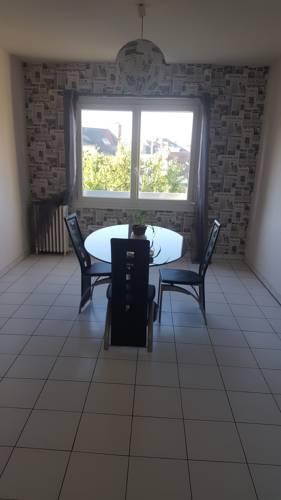 Residence Youmbi : Apartment near Saint-Jean-de-la-Croix