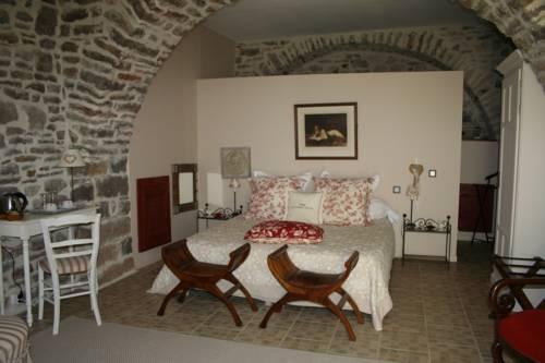 La Seigneurie de Naves : Bed and Breakfast near Les Vans