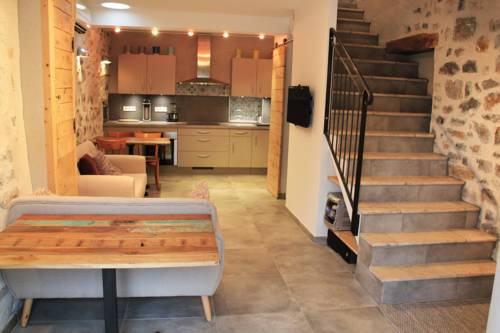 Maison de village : Guest accommodation near Alba-la-Romaine
