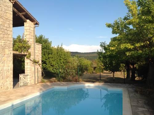 Les 23 Mûriers : Guest accommodation near Balazuc