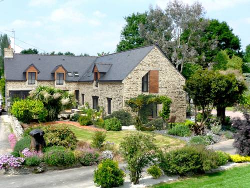 Hortensias : Bed and Breakfast near Saint-Malo-des-Trois-Fontaines