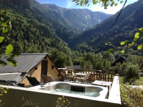 Chalet Chardon : Guest accommodation near Saint-Christophe-en-Oisans