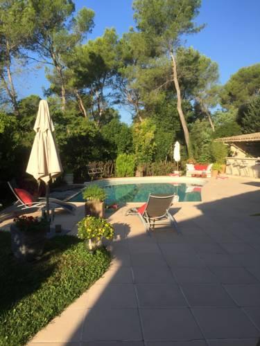 Lou souleou : Guest accommodation near Roquefort-les-Pins