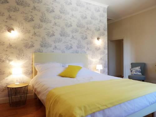 Au pays de Jacquou : Chambre d'hôtes, table d'hôtes et gîte : Bed and Breakfast near Ajat